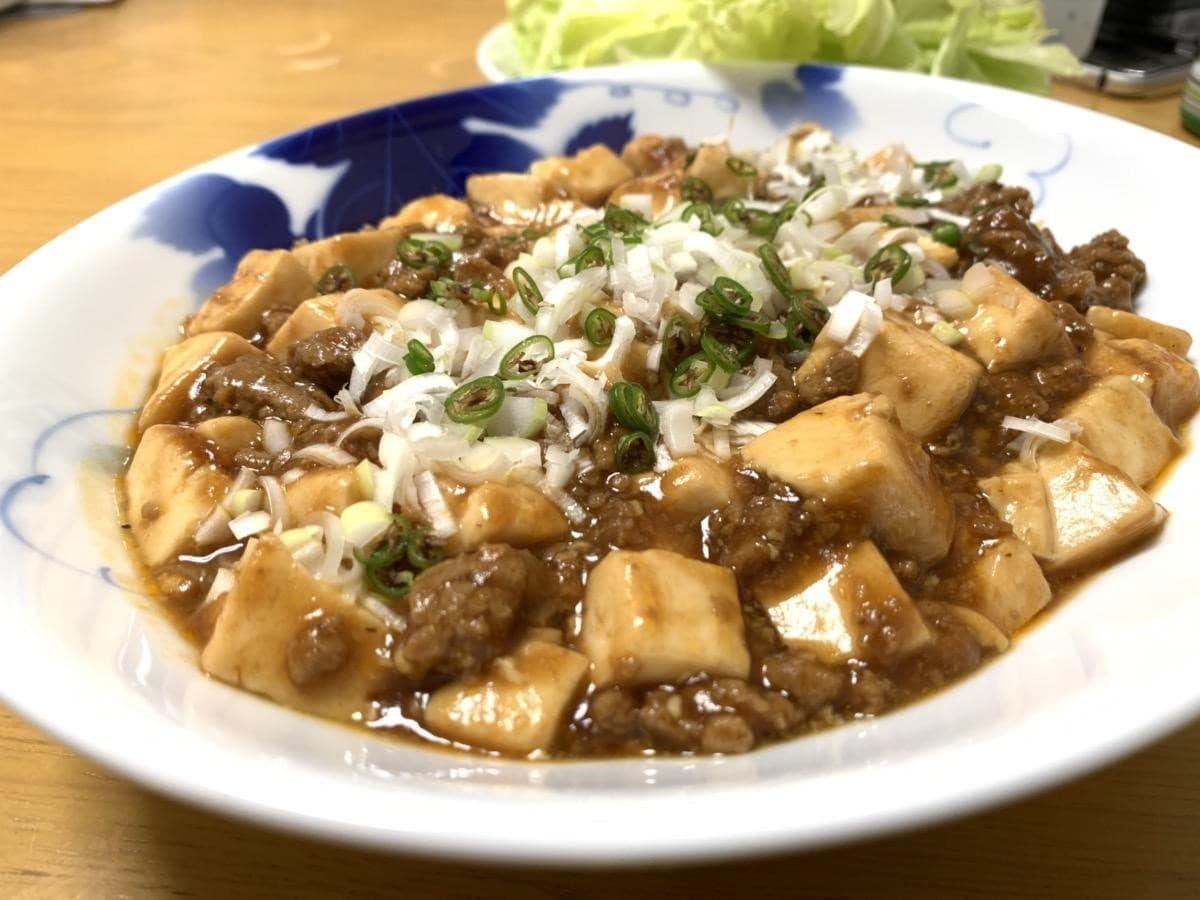中華の鉄人のお弟子さん直伝の麻婆豆腐。プランター栽培で採れた自家製青唐辛子添え。