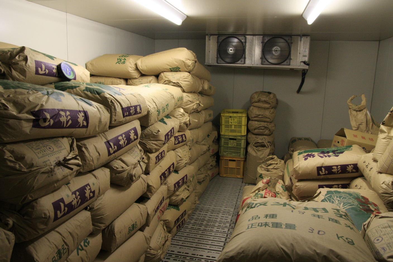 低温倉庫でお米の品質を維持しながら、熟成させます